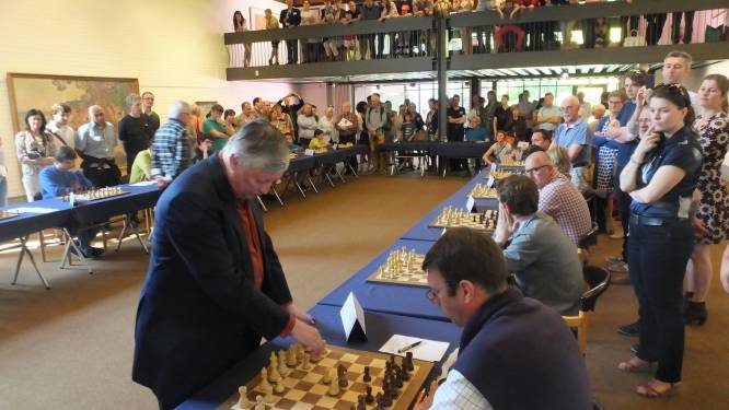 Schaakclub strikt wereldkampioen Karpov