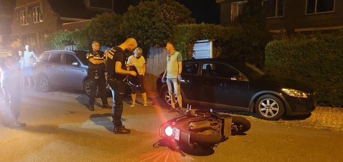 De politie ter plaatse aan de Westeinde in Moordrecht.