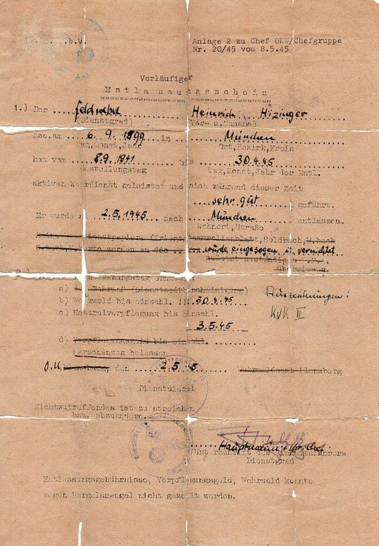 Himmlers documenten, met valse naam en stempel. Beeld Military Intelligence Museum
