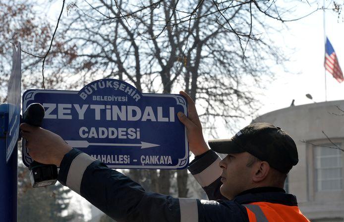De straat waaraan de Amerikaanse ambassade in Ankara ligt, werd onlangs omgedoopt in  Olijftakstraat
