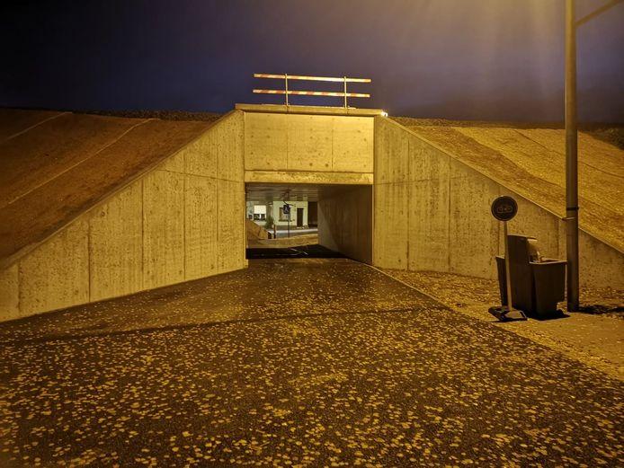 De oude tunnelkoker werd omgebouwd tot fietstunnel.