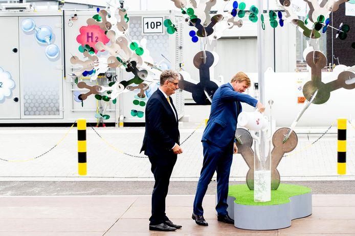 Koning Willem-Alexander opende vorig jaar de groene waterstofinstallatie Hystock van de Gasunie in Veendam.