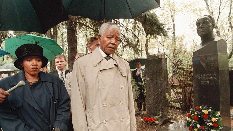 Mandela en zijn dochter Zenani Mandela-Dlamini Beeld ANP