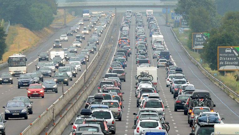 Drukte afgelopen weekend op de A7 tussen Vienne en Valence. Beeld AFP