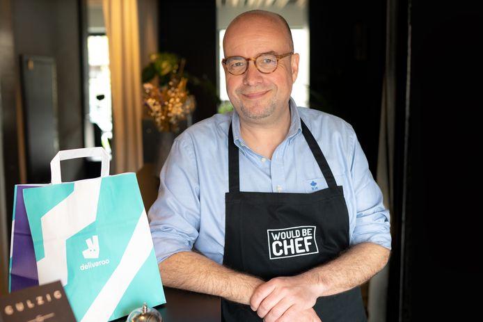 Samen met Anke Buckinx de ochtendstem Sven Ornelis van Joe en notoir fijnproever. Met WouldBeChef.be heeft hij zelfs een eigen foodblog.