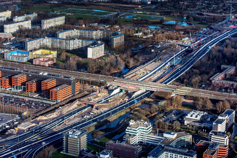 De verbreding van de A9 in 2017. Zulk soort bouwprojecten zullen door de uitspraak van de Raad van State opnieuw getoetst moeten worden. Zo werd de verbreding van de A27 op sommige plekken tegengehouden.