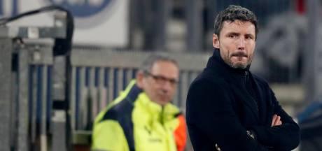 Van Bommel verkiest bij PSV het geven van houvast boven 'zes man eruit'