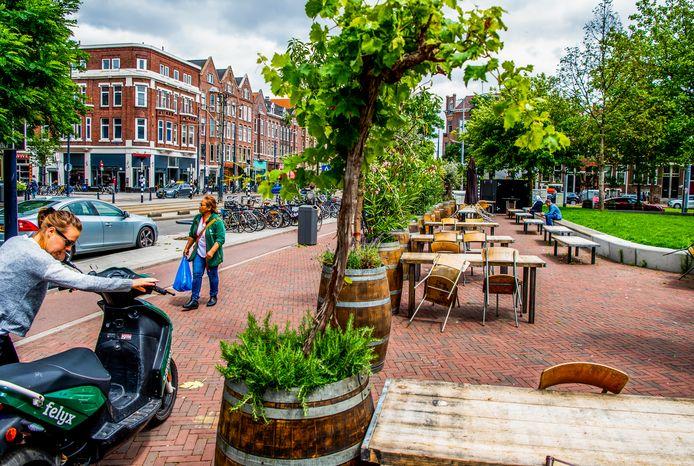 Het Middellandplein mag tot 1 november van dit jaar doorgaan voor horecaplein van de gemeente Rotterdam. Dit betekent dat er veel ruimte mag worden gegeven aan het uitzetten van een terras.