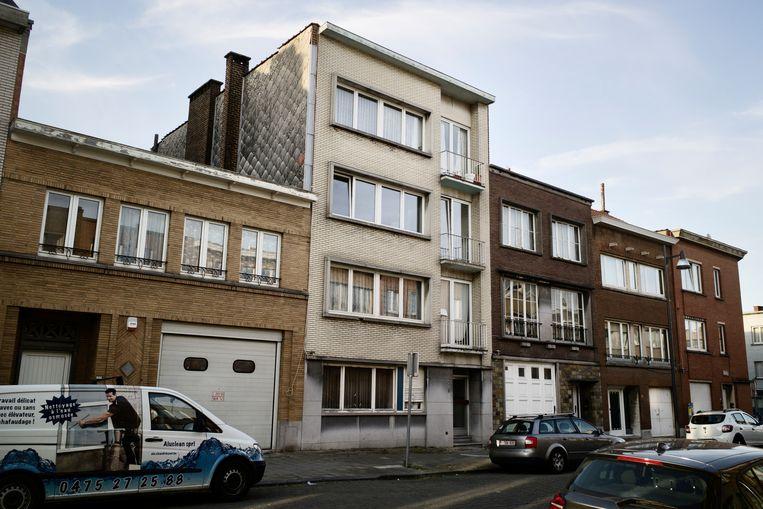 In dit gebouw in Anderlecht werd in 1982 een dubbele moord gepleegd die gelinkt wordt aan het extreemrechtse Westland New Post.  Beeld RV