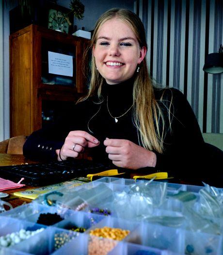 Annabel (17) had tijd over en verkoopt nu sieraden: 'Trots dat ik in het diepe ben gesprongen'