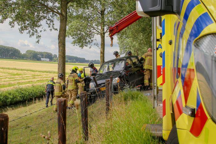 De vrouw is door de brandweer uit haar benarde positie bevrijd.