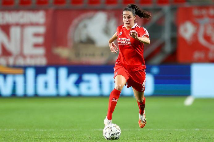 De Bredase Caitlin Dijkstra namens FC Twente in het duel met Benfica. Ze is opgenomen in de selectie van de Oranjevrouwen.