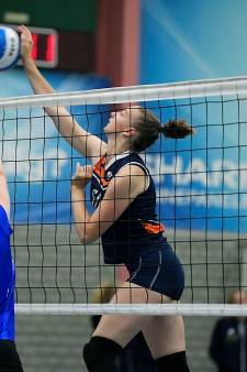 Megan (17) reist vier keer per week 70 kilometer naar Dordrecht om te volleyballen: 'Het is het waard'