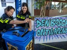 Eerste wapens ingeleverd in Den Bosch: 'Ik wil niet dat mijn kleinkinderen er mee gaan spelen'