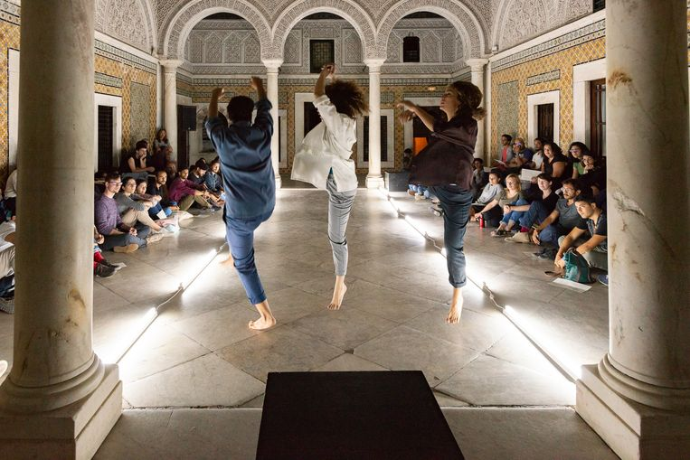 Dansvoorstelling Khanka van kunstenares Amira Hamdi. Beeld Pol Guillard