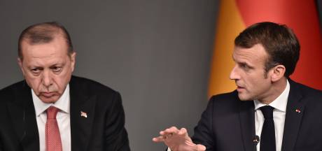 """Macron appelle les Européens à être """"fermes"""" avec la Turquie, """"qui n'est plus un partenaire"""""""