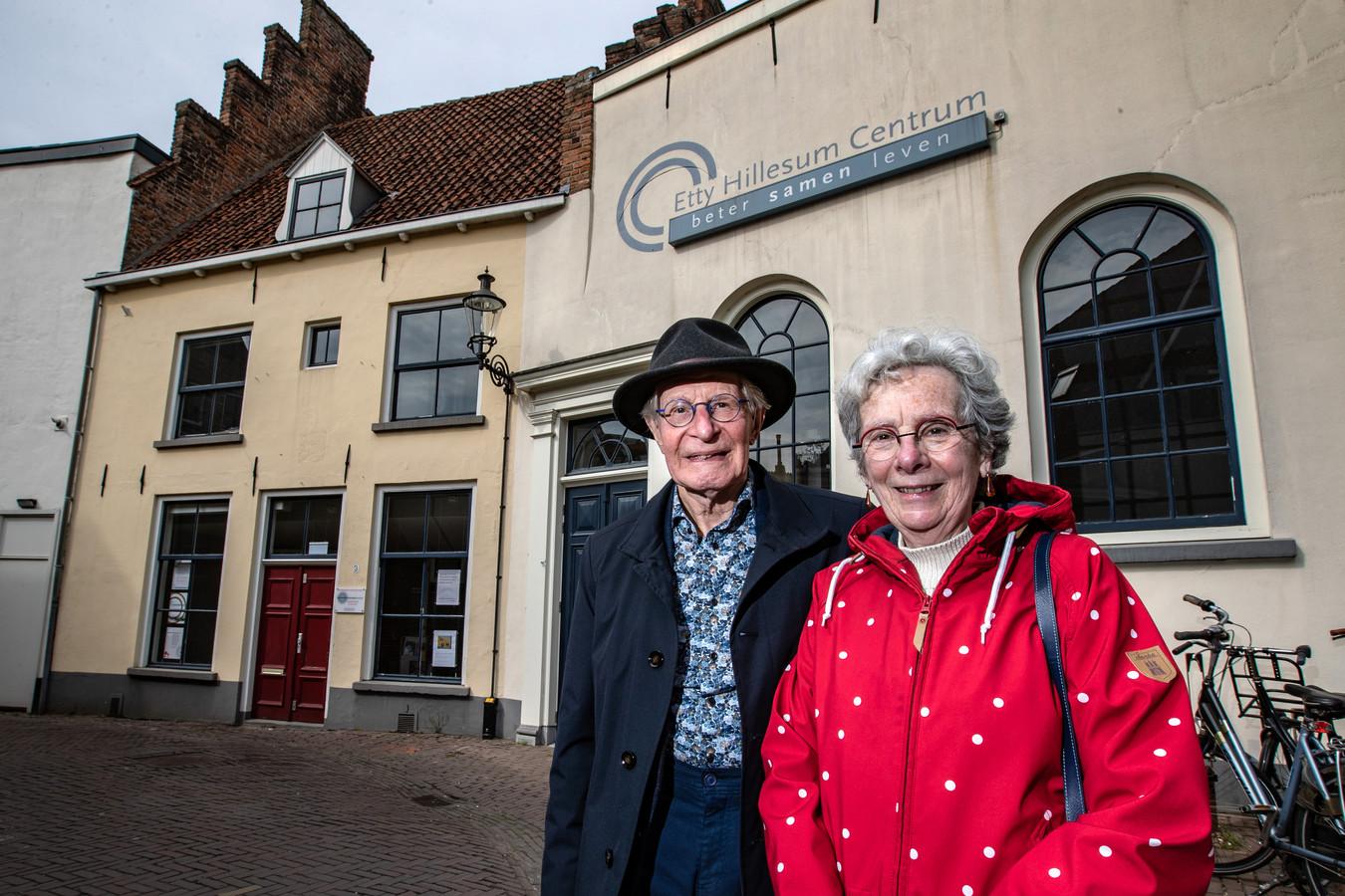Frits Grimmelikhuizen en Manja Pach voor het Etty Hillesum Centrum in Deventer.