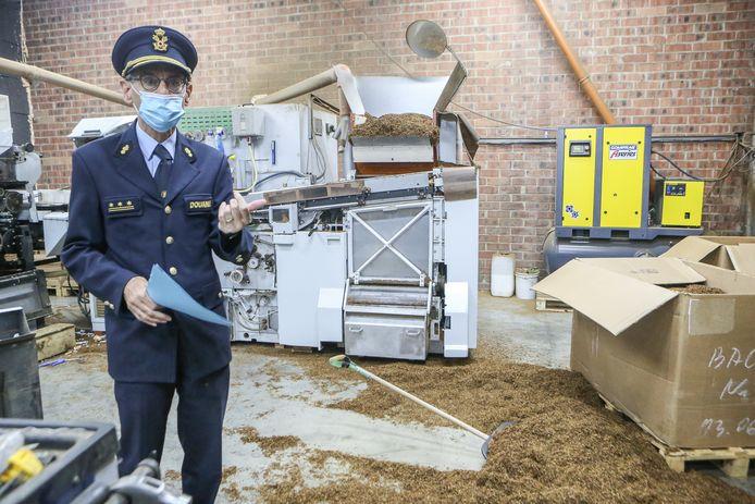 Kristian Vanderwaeren, administrateur-generaal van de Douane in de illegale sigarettenfabriek.