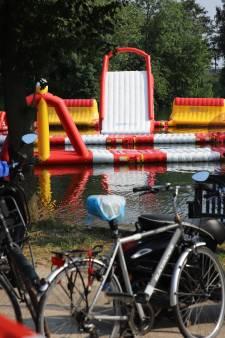 Ontsteltenis na ernstig ongeluk met luchtkussen in zwemplas: 'Het meisje zat vast'