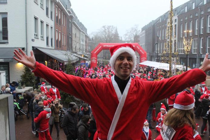 Bart Merkelbach als Santa op het Lindeplein in Oisterwijk