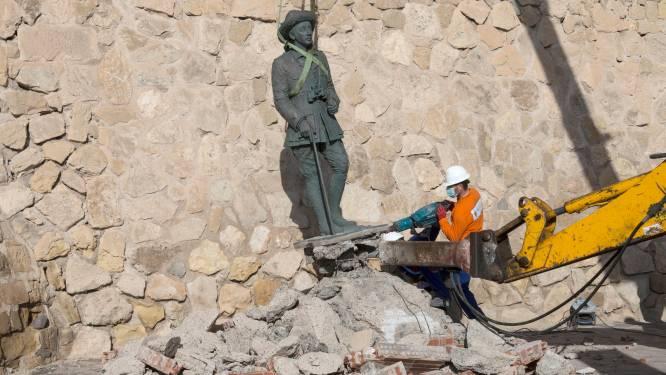 Laatste standbeeld van dictator Franco verwijderd