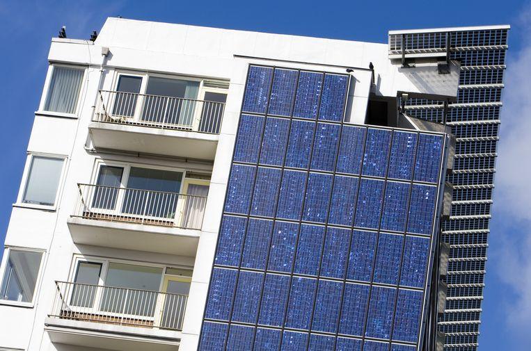 Een flat met zonnepanelen in Delft. Beeld anp
