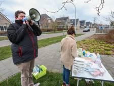 Straatbingo brengt buren in Emmeloord in coronatijden dichter bij elkaar