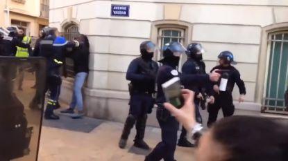 Betoging gele hesjes: agent onder vuur omdat hij relschoppers blijft slaan