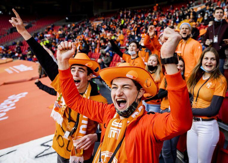 Bij Nederland-Letland waren vijfduizend toeschouwers aanwezig, die vooraf allemaal waren gestest. Beeld ANP / Remko de Waal