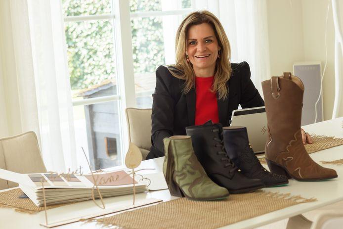 Etten-Leur - 8-4-2021 - Foto: Pix4Profs/Marcel Otterspeer - GroenBewust - Suzanne Harper heeft met haar label A perfect jane een nieuwe lijn vegan schoenen op de markt gebracht.