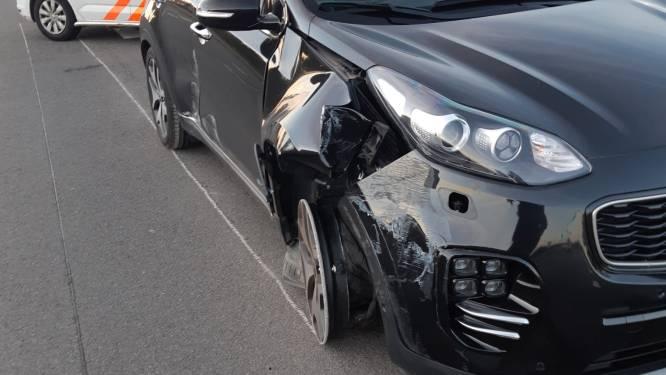 Omstanders stoppen automobilist die tegen verkeerslicht botste door epileptische aanval