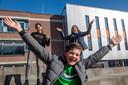 Brugklassers zijn blij dat ze weer naar school mogen in Bergen op Zoom.