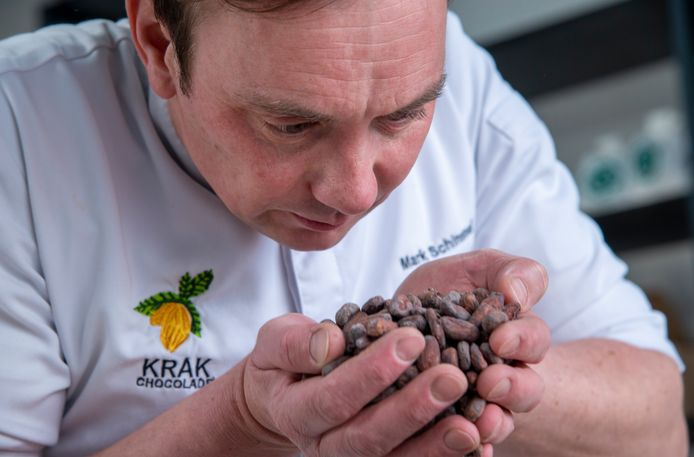 Eigenaar Mark Schimmel, van KRAK Chocolade: chocolade proeven kan je leren, net als wijn proeven. Er zitten heel veel smaaknuances in goeie chocola.''