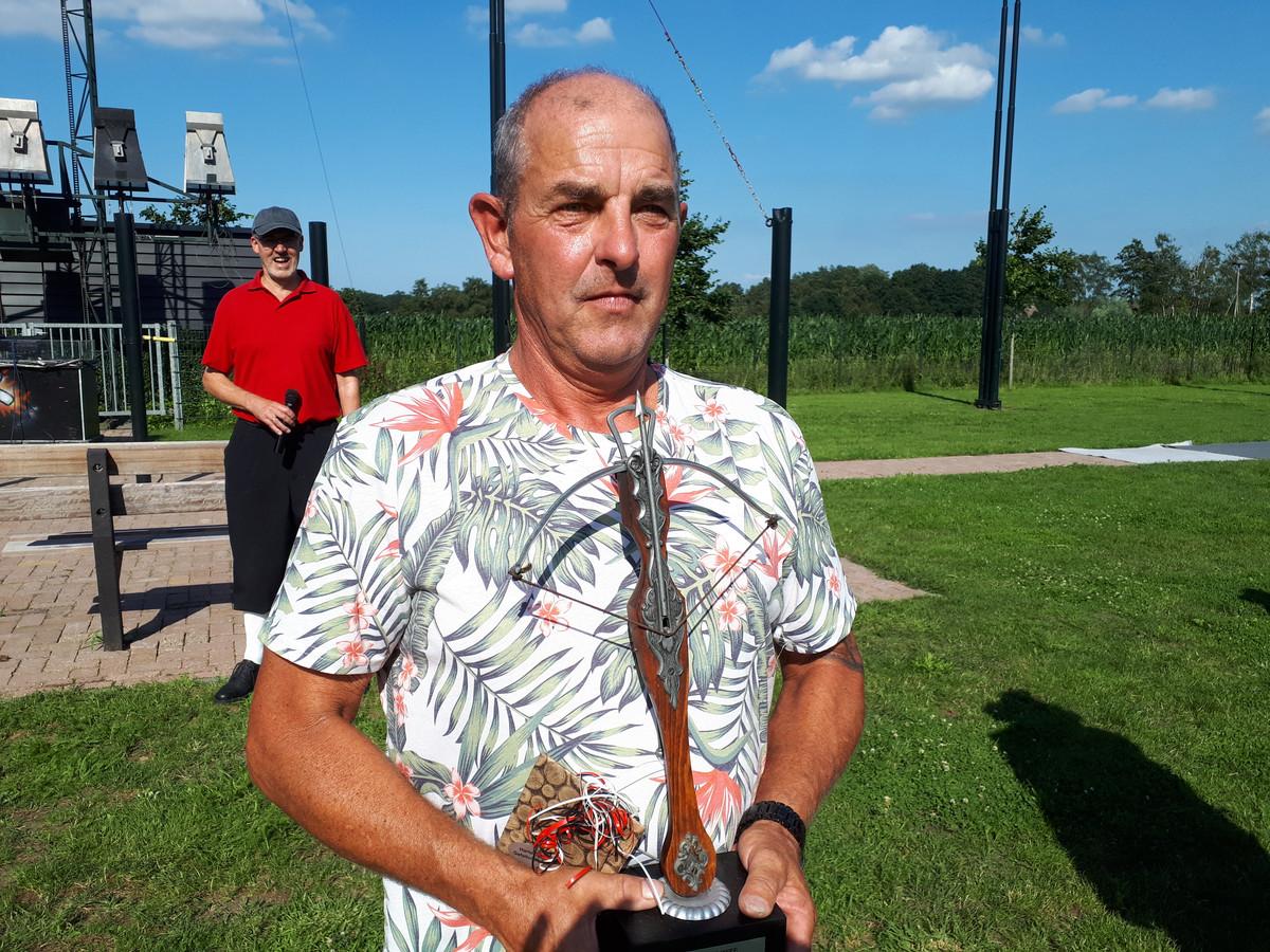 Eddy van Lokven ging zondag voor de derde keer met de wisseltrofee van het burgerkoningschieten naar huis.