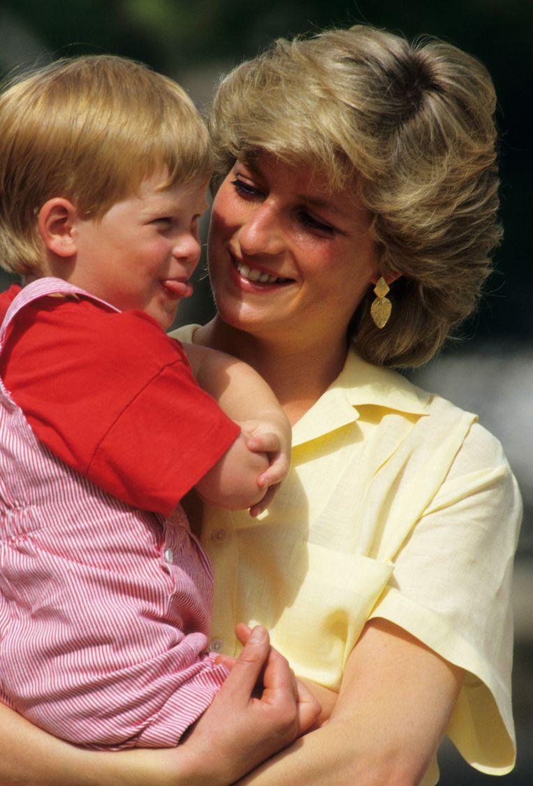 Prinses Diana met Prins Harry op een vakantie naar Mallorca in 1987. Beeld Getty Images