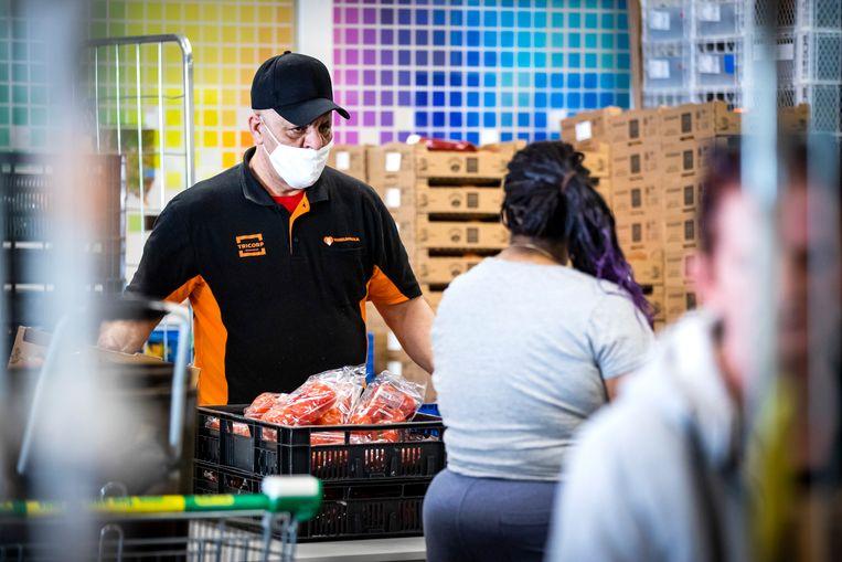 Duizenden Nederlanders zijn afhankelijk van hulp, bijvoorbeeld van de voedselbank. Beeld Hollandse Hoogte/ANP