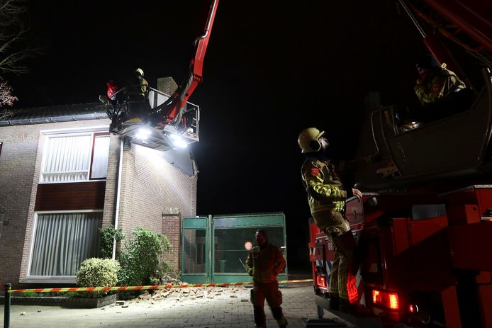 Gevel van woning stort in in Breda