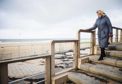 Foto van Den Haag ruimt puin nadat nieuwjaarstraditie op fiasco uitdraaide