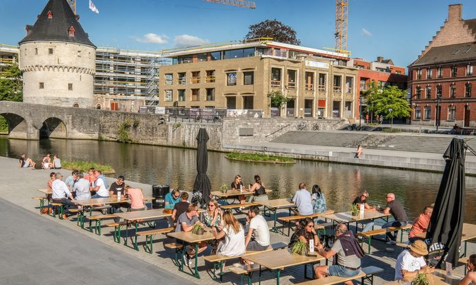 Terras Budas op de Broelkaai vorige zomer: een initiatief van Bistro Tout Court, deDingen, Social Club en deKleinKeuken