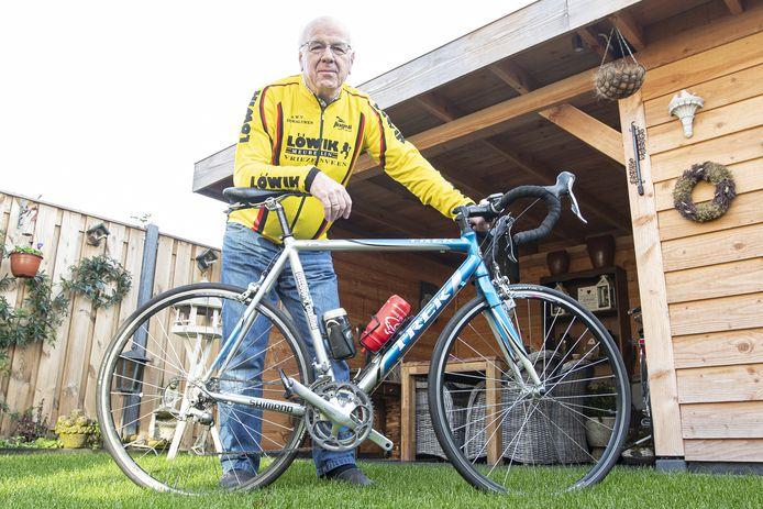 Gerrit Pluimers met zijn onafscheidelijke vriend, de racefiets.