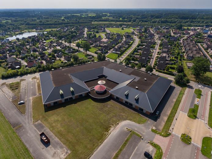 Op de plek waar nu nog een centrumgebouw en sporthal staan, bij de entree van De Luttermolen, wil Henk Jacobs het meest exclusieve hotel/appartementencomplex van Twente realiseren.