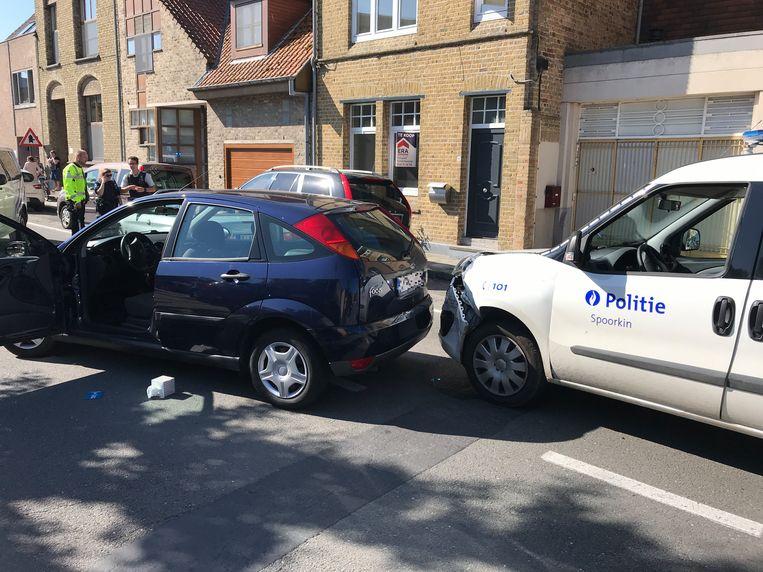 De Ford Focus en de politiewagen, die eveneens in de brokken deelde.