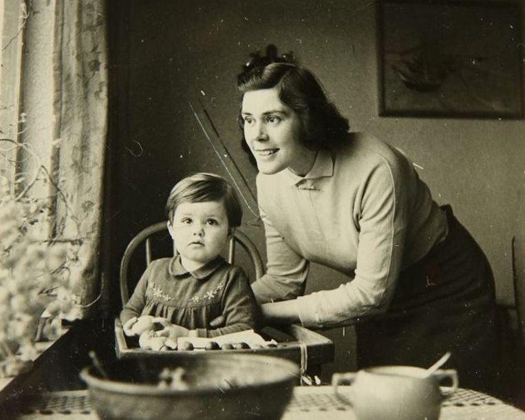 Mies van Bekkum met haar oudste dochter. Beeld Familie-archief