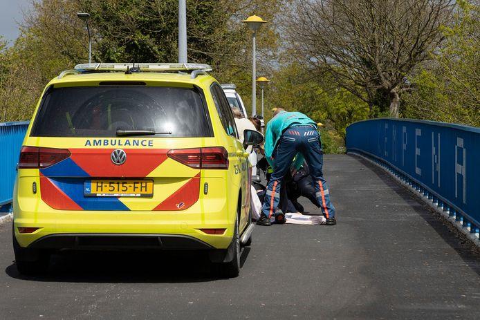 Een scooterrijder kwam vandaag ernstig ten val op de Kempenaarbrug in Lelystad.