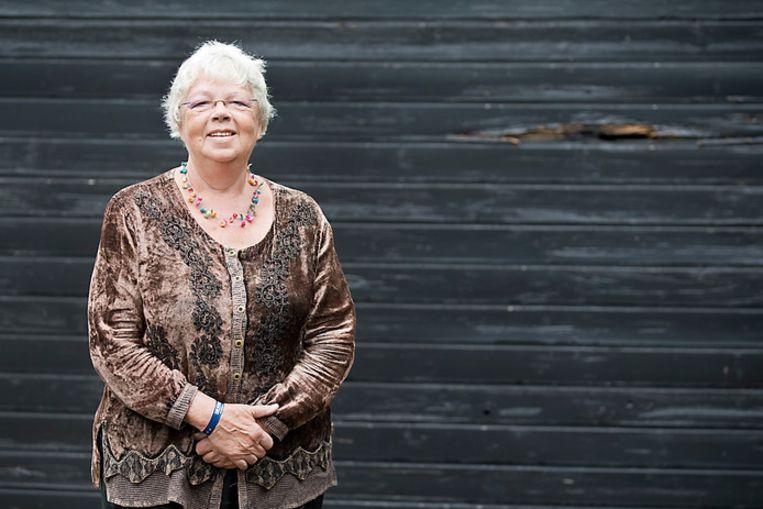 Patty Scholten in 2013, vlak voor haar afscheid als eerste dorpsdichter van Renkum. Beeld null