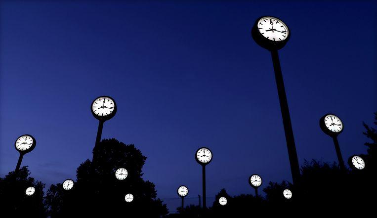Klokken van de Duitse kunstenaar Klaus Rinkes in Düsseldorf. Beeld epa