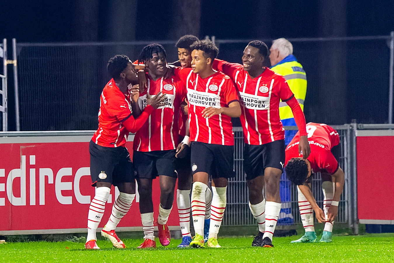 Jong PSV speelde een sterke tweede helft tegen Jong Ajax en won met 3-1.