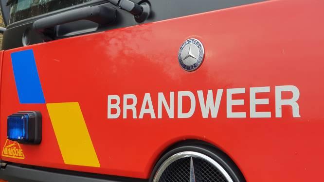 Brandweer ruimt hoeveelheid beton dat op rijweg terechtgekomen is