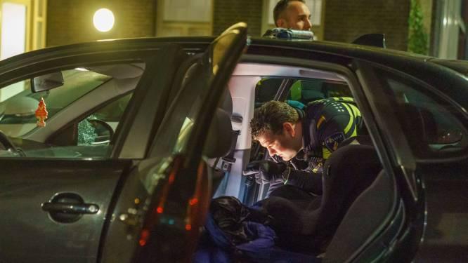 Met 190 over de snelweg: man met nepwapen en kilo's aan illegaal vuurwerk in auto vlucht voor politie