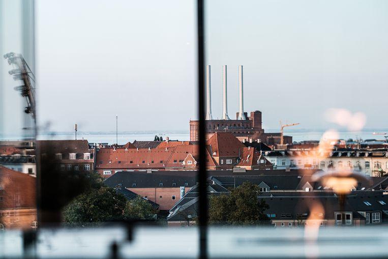 Restaurant Geranium ligt op de bovenste verdieping van het voetbalstadion. Je kijkt er uit over de stad, helemaal tot aan de zee. Beeld Bob Van Mol